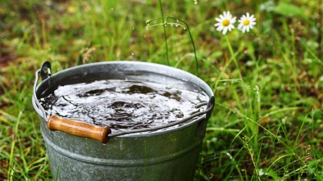 101115_water_bucket