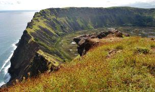 crater_del_volcan_rano_kau_isla_de_pascua_chile